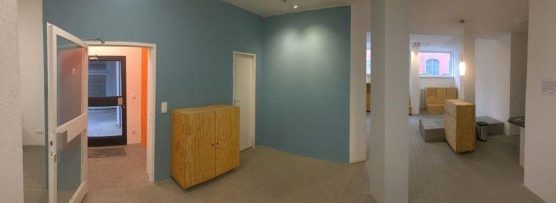 Eingangsbereich mit taubenblauen Wänden
